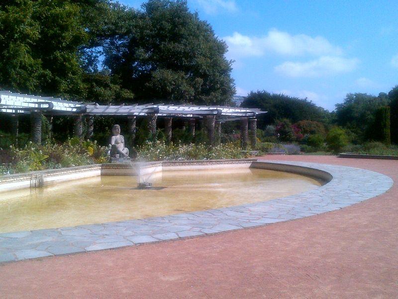 Fontaine à la roseraie